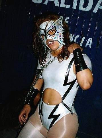 Luchadoras - The Dark Angel Sarita 02